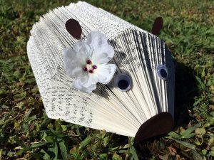 hérisson porte papiers livre photo tuto tutoriel comment faire tuto hérisson livre papier porte document photo diy scrapbooking hedgehog