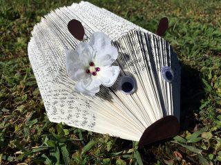 Fabriquer un hérisson porte papiers/photos dans un vieux livre