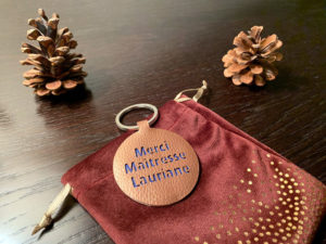 porte clés simili cuir cadeau maîtresse école atsem