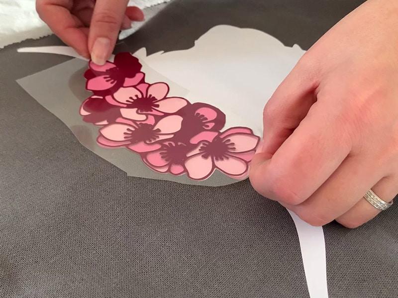 personnalisation housse coussin vache fleurs flex thermocollant superposition